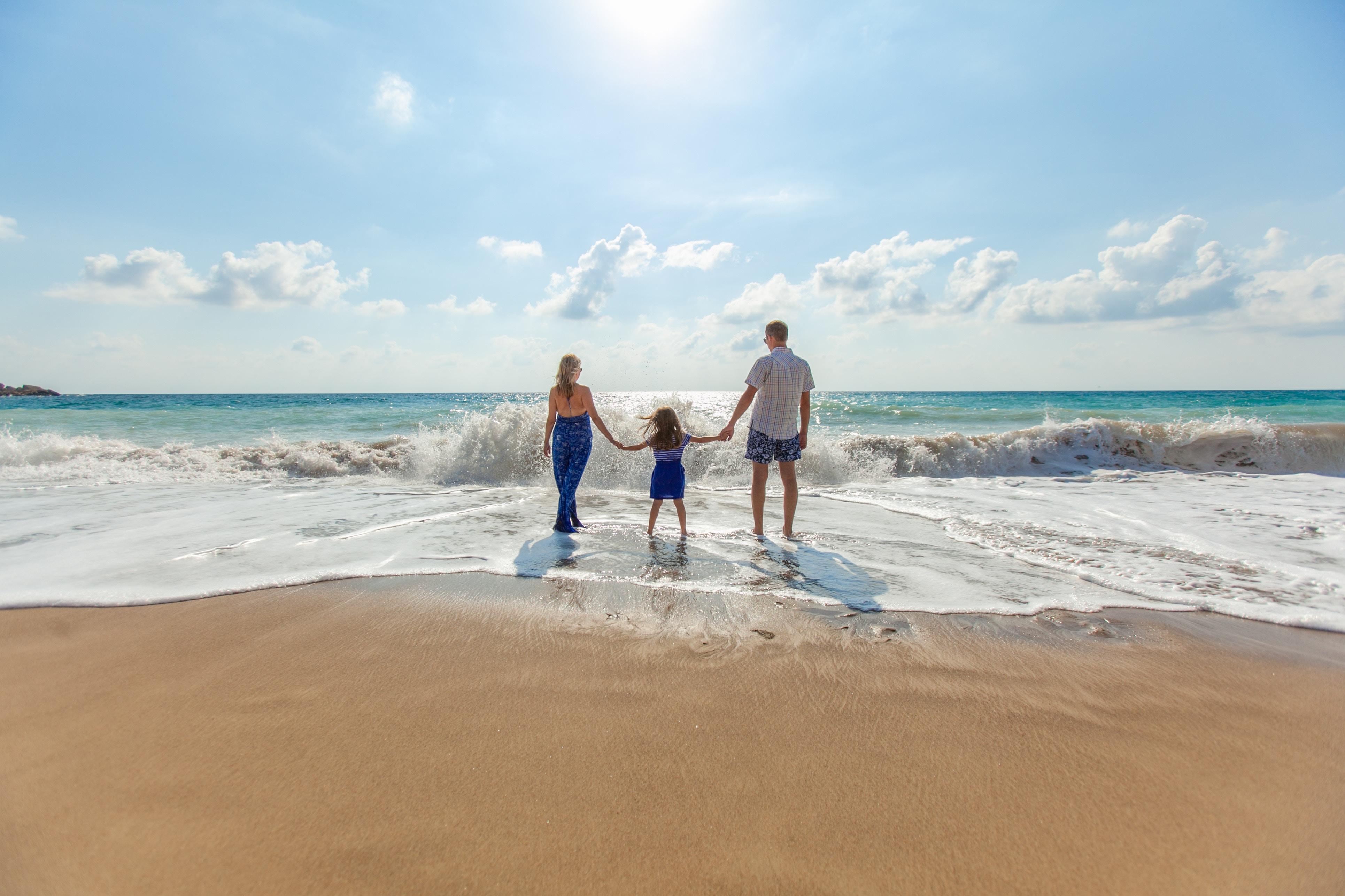 Nestor Blumwald - Family on Beach